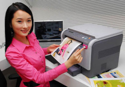 Coming with dimension: 41.3×35.3×33.3 cm, the new 3-in-One Samsung printer named CLX-2161K and CLX-2161NK features cylinder shape toner that supports two thousands pages b/w printing and one thousands pages color printing. The toner replacement itself is easy. The printer boasts Samsung own technology: 'Non Orbiting Noiseless Optic Imaging System (NO-NOIS) […]
