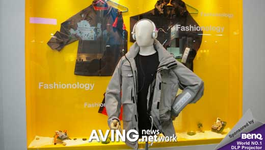 The most serious jacket designed for your iPod released by iLuv in Korea. They displayed the stylish digital jacket during SEK 2007 with its hype name Fashionology. It so cool with its built-in iPod controller for easy access. Wearing this and walking in the crowd of the city and you […]