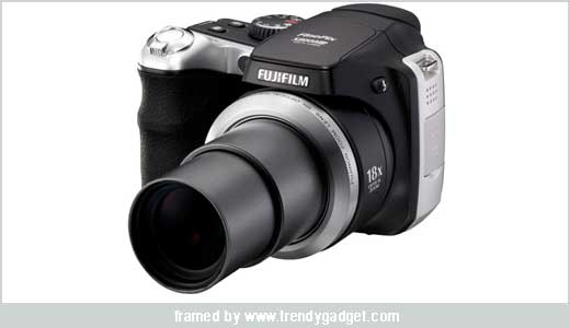 Wow, Fujifilm join the superzoom market. If Panasonic has DMC-FZ18, now Fujifilm announce the Finepix S8000fd. The upcoming S8000fd will boast 18x optical zoom (yes it is the superzoom) and 3x digital zoom. The digital camera will be release in Japan market, but i am sure they will ship the […]