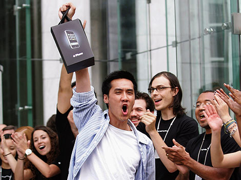 Yes iPhone has been launched in United State and all the wait is over. There is no words how many iPhone sold today, at least it is still ready stock. Asian people, like me, have to wait until 2008 to kiss it. And until then, we are here just watching […]