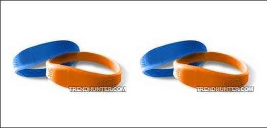 """Available in 8 different colors of choices (as mentioned by trendhunter.com), these sporty wristband hide a most friendly media storage (USB Flash Drive) inside. To release the drive, what you need to do are simple: """"Popping them apart"""". No words yet about the availability as well as the suggested price […]"""