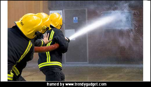 I don`t know whether the Company behind the AQUiVO inviting the firemen to proof the resistant of its TV or there is a real fire on that building, but i think they came for the first reason. So if it is a real demo, i am sure that the AQUiVO […]