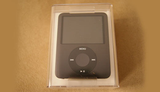 The Good folk behind CrunchGear.com, Peter Ha, has been posted his new iPod nano unboxing experience. As this post written, the new iPod nano status is instock soon at Amazon. Coming with 8 GB internal storage (equal to 2,000 Songs), the new nano able to play video, read MP3/JPEG/VBR/AAC and […]