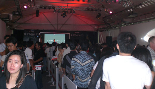 The long-awaited iPhone 3G has been launched in Jakarta, on March 20. I was there to join the event and feel the excitement. Sited at South Pavilion, Pacific Place, the first transaction was delayed one hour from 8 pm to 9 pm. I won't show you how the iPhone 3G […]