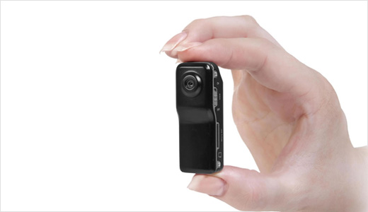 Measuring 5.5 x 2x 1.6 cm, the Muvi Micro DV Cam is claimed as the smallest DV camera in the world. It's equipped with 2MP lens and able to record video in 640 x 480 resolution at 30 fps, and also record sound with voice activated record (it won't start […]