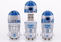 Mimoco unveiled its newest line of STAR WARS MIMOBOT designer flash drives: the astromech droid extraordinaire R2-D2, the shooting-impaired Stormtrooper, the Jawa, and the Obi-Wan Kenobi. Available in 2GB, 4GB, 8GB and 16GB memory capacities ($29.95, $39.95, $59.95, $89.95 respectfully), the MIMOBOT designer USB flash drives are are bundled with […]