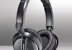 Audio-Technica now offers the QuietPoint ATH-ANC27 over-ear noise-cancelling headphones under $100. The ATH-ANC27 is ideal for use with the Apple iPod, iPhone, iPad and iPod touch, along with computers, in-flight entertainment systems or virtually any device with a headphones jack. Highlights: QuietPoint ANC technology, detachable cord, plush cushioned ear pads, […]