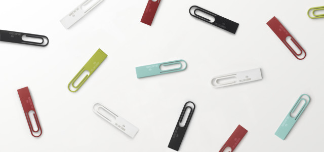 [text from nendo] A USB stick in the shape of a paperclip. It can clip to a stack of documents, business cards or memos for handing data' to a colleague or friend, or connect to other DATA clips for storage. A design that aims for a new relationship between daily […]