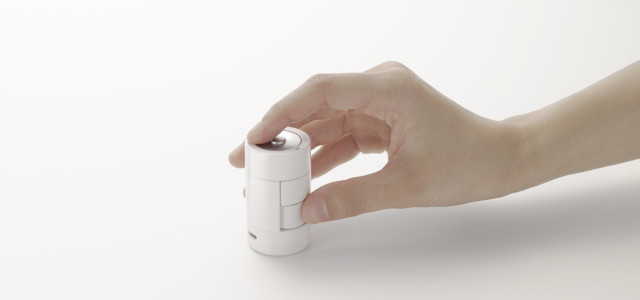 What is kandenchi? It's a wireless computer mouse in the shape of a battery ('kandenchi' in Japanese). Designed by nendo, the mouse is based on the mouse's own rechargeable nature. The positive terminal has turned into the left-click button, and the scrolling wheel and right-click button are on the side. […]