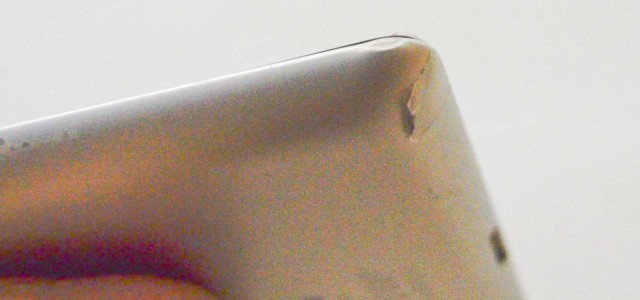 A few weeks ago my iPad was dropped (one and a half meters from the ground) and left its top-right corner dented. Fortunately the device still works fine without any malfunction, I'm very happy with that eventhough I got a little trauma with the incident. I don't want this tragedy […]